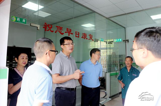 覃昌德督导农业农村工作要求把壮大村集体经济作为巩固基层党组织的重要抓手