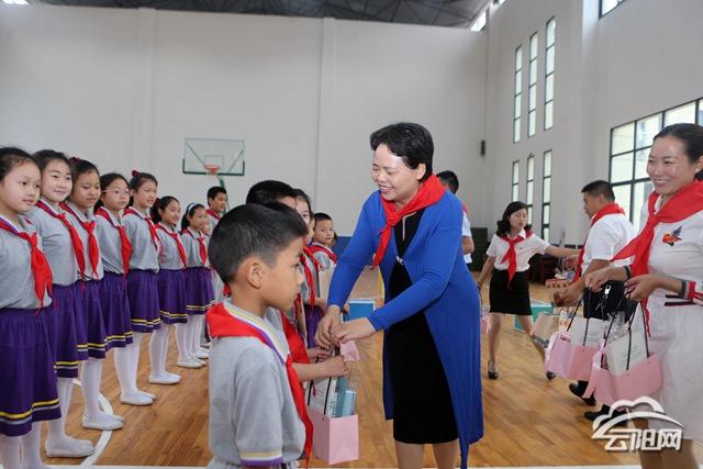 刘新民到紫金小学、海峡小学开展