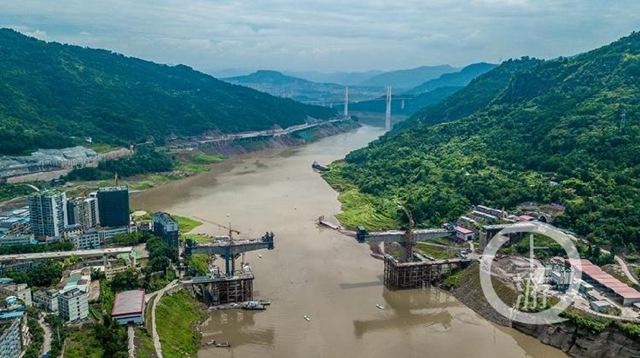 航拍建设中的郑万铁路控制性工程 彭溪河多线特大桥