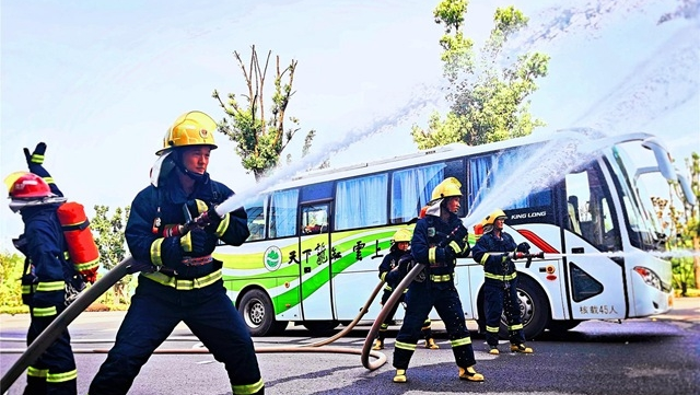 县消防救援大队不断提升综合应急救援能力 筑牢安全屏障