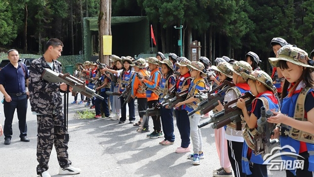 团县委组织学生开展研学旅行活动  让学生学在路上