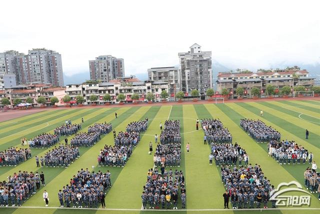 县职教中心新生国防教育暨军事训练开训